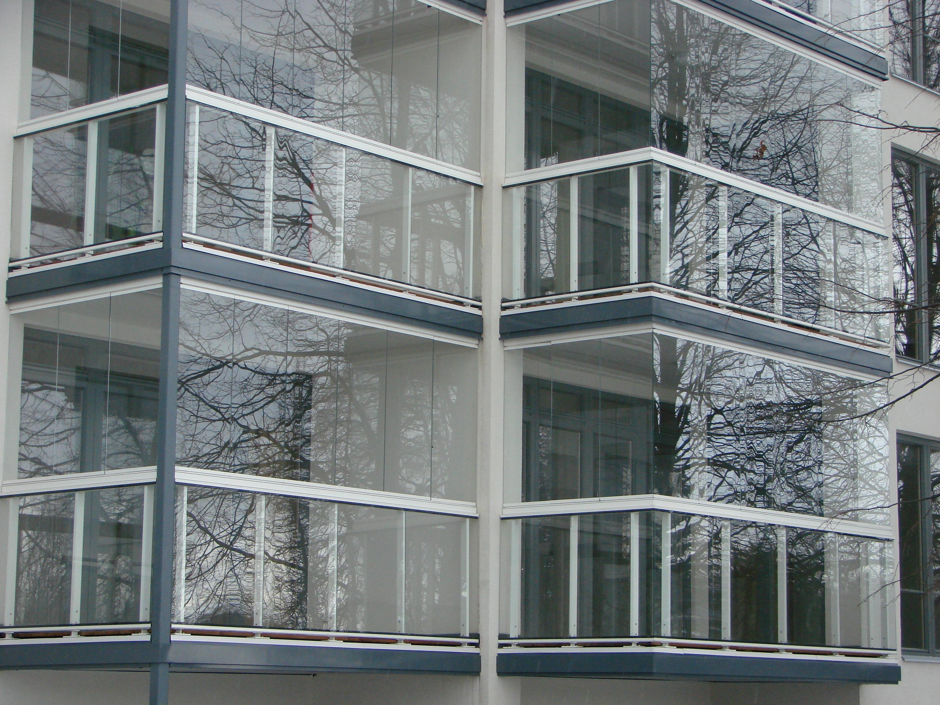 Балконные ограждения из металла при панорамном остеклении..