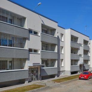 5 преимуществ покупки балконных стекол в квартиру